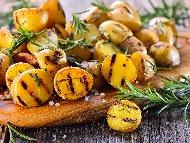 Рецепта Печени картофи с розмарин и морска сол на скара